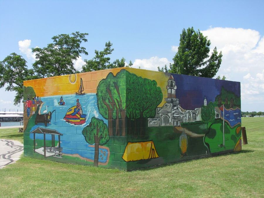 Murals on dumpster enclosures at Stewart Creek Park (2)